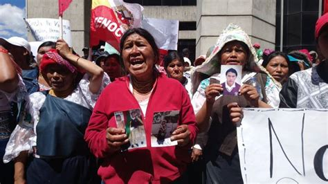 familiares de ecuatorianos imputados por asesinato en