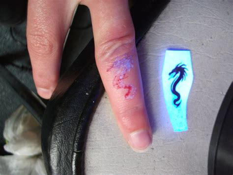 dragon tattoo on finger uv dragon finger tattoo 2 by blackspindl8 on deviantart