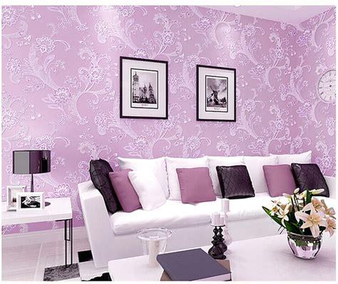 motif wallpaper warna coklat ruang tamu ungu rumah dijual jogja