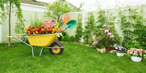 pulizia giardini la corretta pulizia e manutenzione dei giardini wellme it