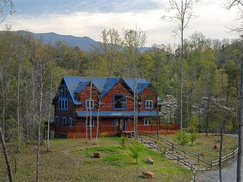 4 bedroom cabins in gatlinburg tn blue mountain lodge 4 bedroom 4 bathroom cabin rental