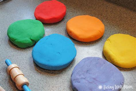 Handmade Playdough - easy playdough recipe in less than 10 minutes