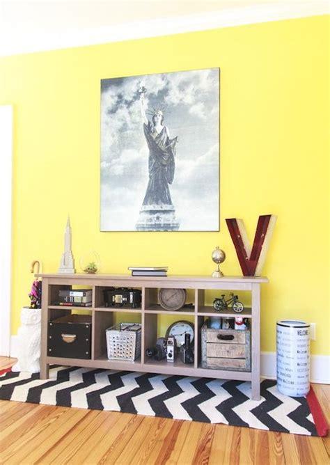 decorar pared amarilla una pared en amarillo una idea que funciona decoraci 243 n