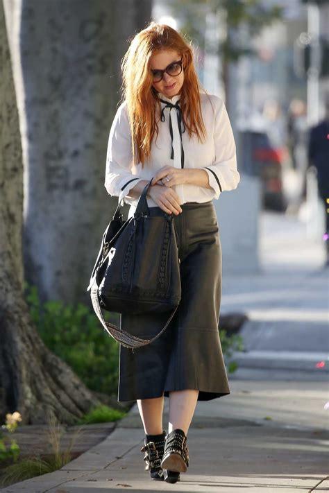 isla fisher   black leather skirt     beverly hills  celebslacom
