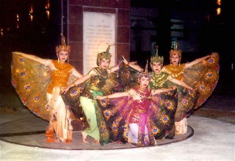 Mahkota Tari Merak melestarikan budaya indonesia tari merak