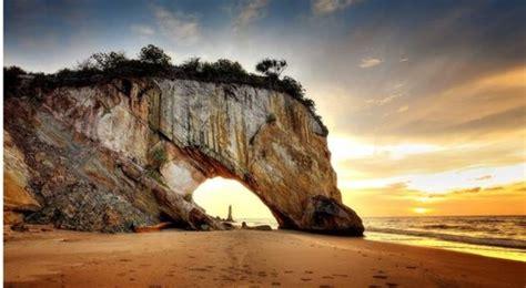 tusan cliff beach   top     miri