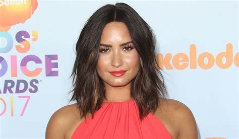 demi lovato sober twitter demi lovato celebrates 5 years sober says she s faced so