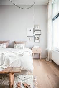 Exceptionnel Chambre A Coucher Blanche #3: parquet-teck-bois-clair-idee-revetement-de-sol-chambre-a-coucher-1.jpg