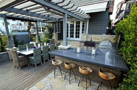 Kitchen Island Countertop 20 Spectacular Outdoor Kitchens With Bars For Entertaining