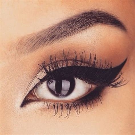 7 Tricks For Applying Eyeliner by 7 Useful Tips For Applying Liquid Eyeliner For Beginners
