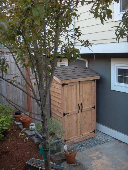 mini cedar storage shed    home projects