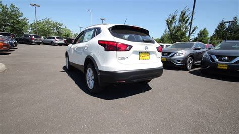 nissan rogue sport 2017 white 2017 nissan rogue sport sv pearl white hw105092 kent
