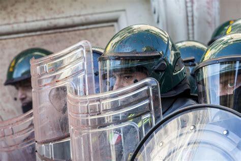 consolato tedesco roma sciopero sociale il corteo di roma uova contro il
