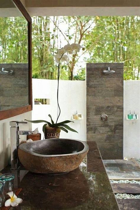 outside bathroom ideas 25 best ideas about balinese bathroom on