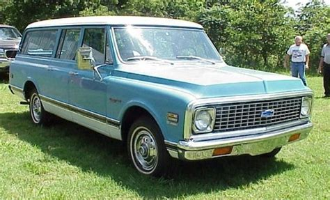 what year did chevrolet start why did they start a 4 door yukon tahoe