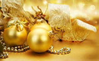 gold ornaments on the christmas tree wallpapers and images