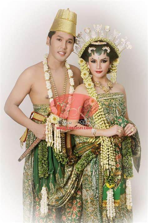 foto baju pengantin khas yogyakarta meskipun terlihat mirip pernikahan jawa adat solo dan