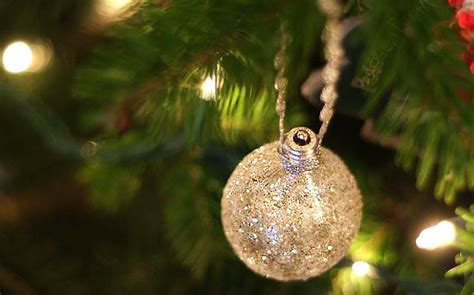 30 easy diy christmas ornaments made from light bulbs
