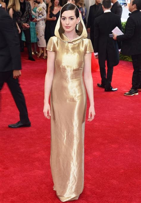 anne hathaways lemonade reaction is actually kind of anne hathaway is little gold riding hood at the met gala