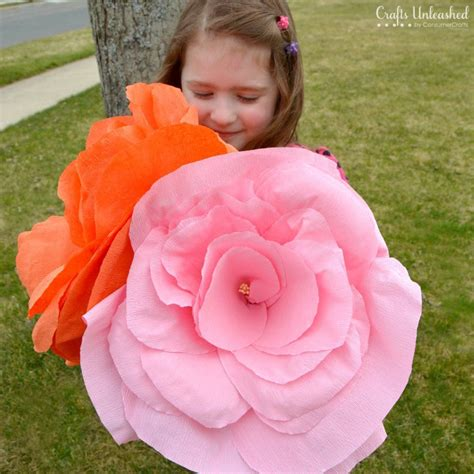 How To Make Big Flowers Out Of Crepe Paper - crepe paper flowers tutorial sized crafts unleashed
