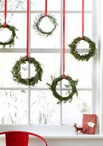 Christmas Decorating Ideas For Banisters 12 Simple Elegant Diy Christmas Decorating Ideas