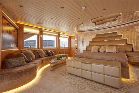 yacht   dubai intl boat show