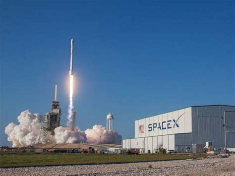 Tesla Spacex Tesla S Elon Musk Spacex Rocket Re Launch Makes History