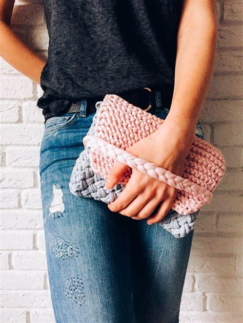 t shirt yarn clutch pattern summer knitted clutch using a t shirt yarn super easy