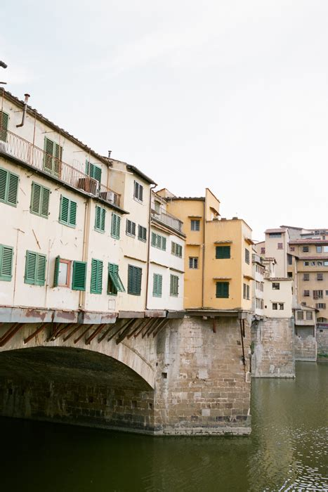 bridge and apartments in florence italy entouriste