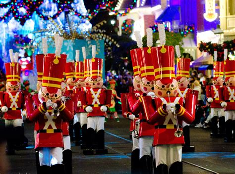 mickeys    christmastime parade  disney tourist blog