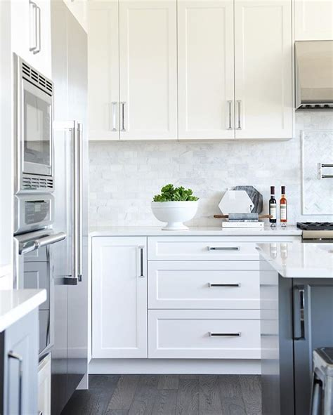 modern kitchen white cabinets best 25 white shaker kitchen cabinets ideas on