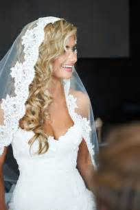 Lace white wedding veil with long curly blonde hair downsang maestro