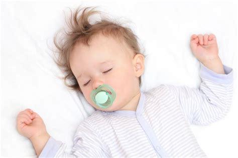 baby schlafen legen schlafumgebung f 252 r babys schlafposition babybettchen