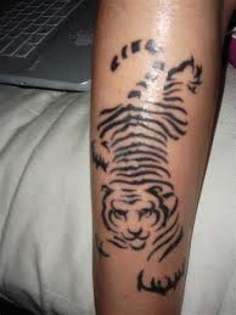 tiger stripe tattoo best 25 tiger stripe ideas on arm