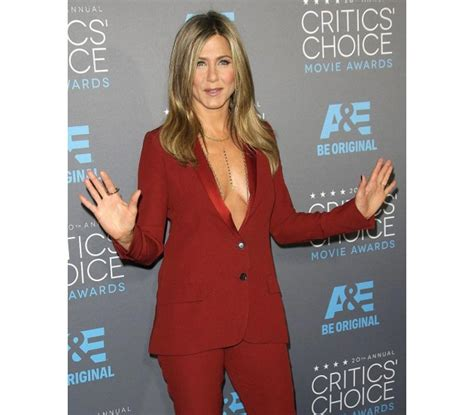 Sued Aniston Photo by Photo Store Aniston Lawsuit Pictures