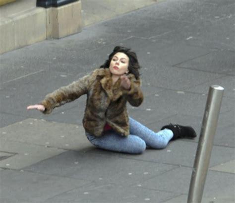Scarlett Johansson Falling Down Meme - scarlett johansson falling down know your meme