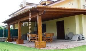 coperture in legno per esterni realizzare coperture per esterni coprire il tetto come