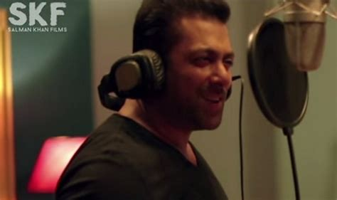 love film video song salman khan hero salman khan s song main hoon hero tera gets 14