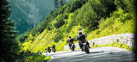Motorrad Im Winter Draußen by Motorradfahren Im Alpengasthaus Obersee