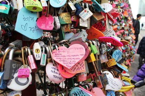 Tempat Gembok jembatan gembok cinta tempat paling romantis di