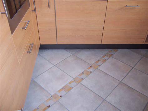 fliesen im küchenboden fliesen kuchenboden beste bildideen zu hause design