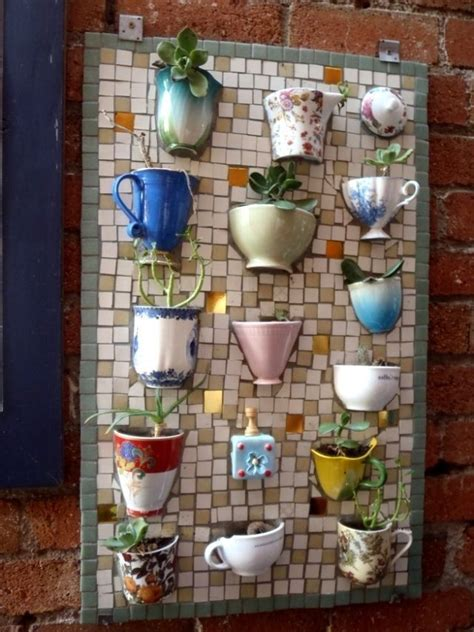gartendeko idee selber machen mosaik alte tassen dekoidee