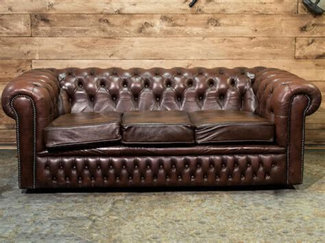 chesterfield divani noleggio divano chesterfield vintage per eventi punto