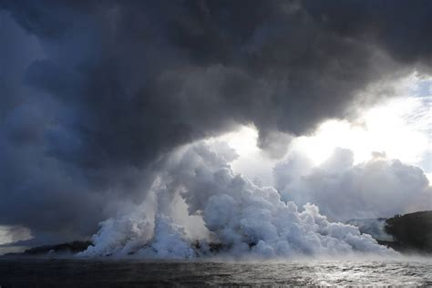 lava boat tour accident 13 injured when lava hits tour boat off hawaii s big