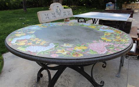 tavoli in pietra tavoli con piano in pietra lavica e decoro ceramico con