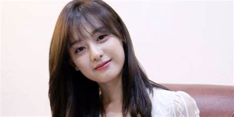 film one sunny day actress kim ji won to star in her first historical film