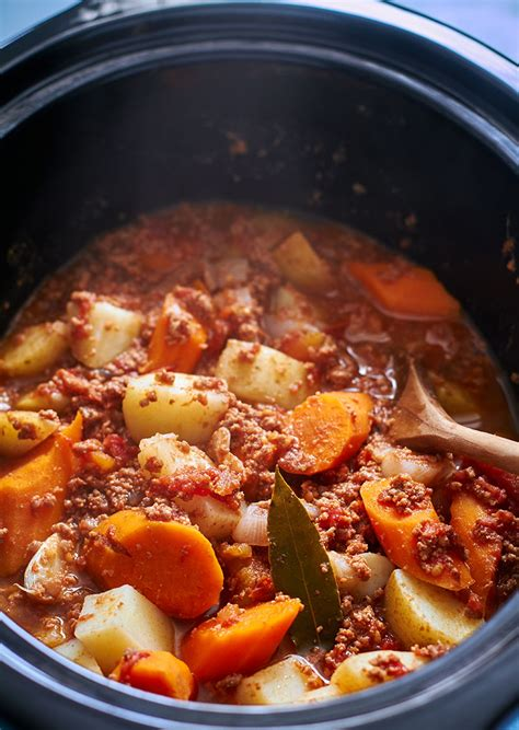 crock pot ground beef stew potato and carrot eatwell101