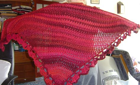 enthusiastic crochetoholic easy triangular crochet shawl