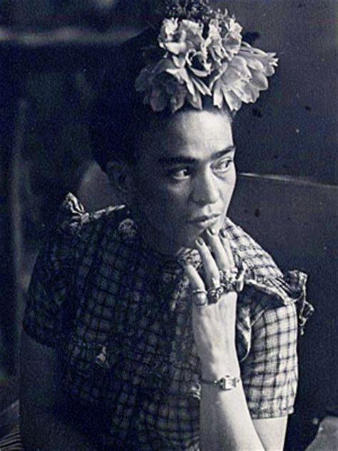 frida kahlo quick biography beauty biography of frida kahlo popsugar beauty