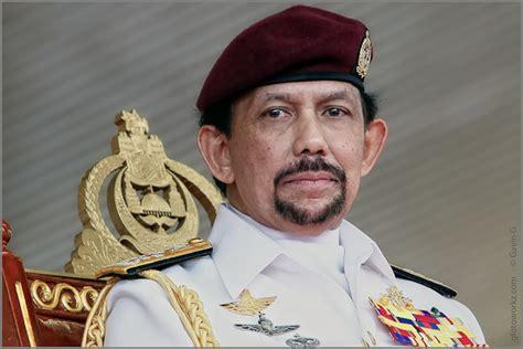 sultan hassanal bolkiah his majesty sultan haji hassanal bolkiah mu izzaddin